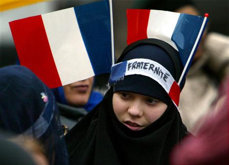 A Muslim woman defies the burqa ban in France. Credit: Islamicus