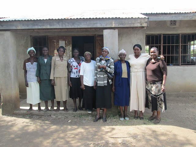 Jennipher Atieno with Suba women elders, taken by Laura Young during her field research for the report 'Challenges at the intersection of gender and ethnic identity in Kenya'